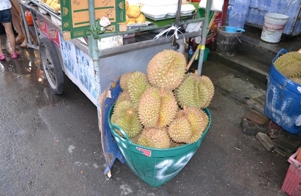 Durians...smelly but delicious they say...ainda está na bucket list por enquanto!